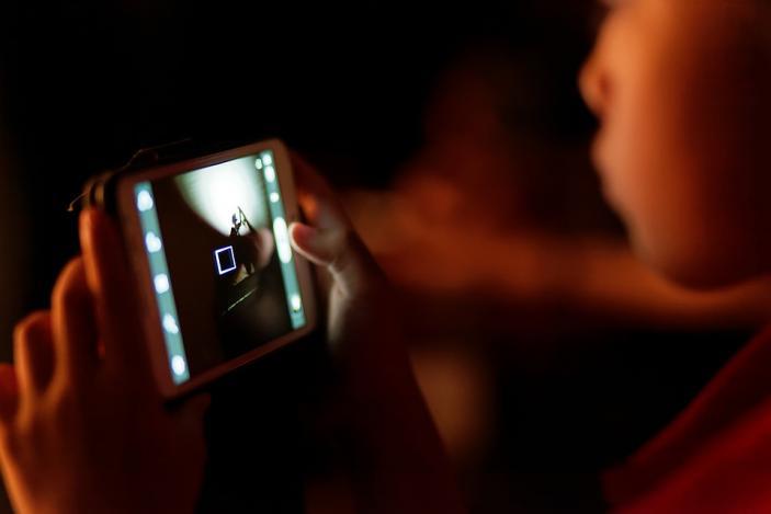 Η απεριόριστη χρήση της οθόνης προκαλεί στα παιδιά δυσκολία  στη συγκέντρωση της προσοχής